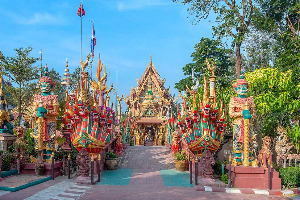 Wat Tai Phrachao Yai Ong Tue Main Entrance Photograph