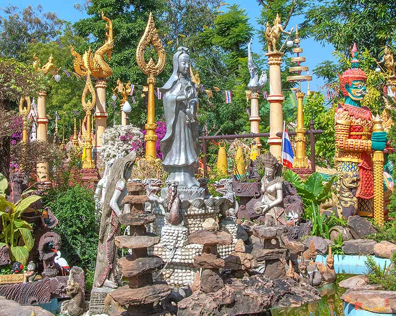 Wat Tai Phrachao Yai Ong Tue Guan Yin Shrine Photograph